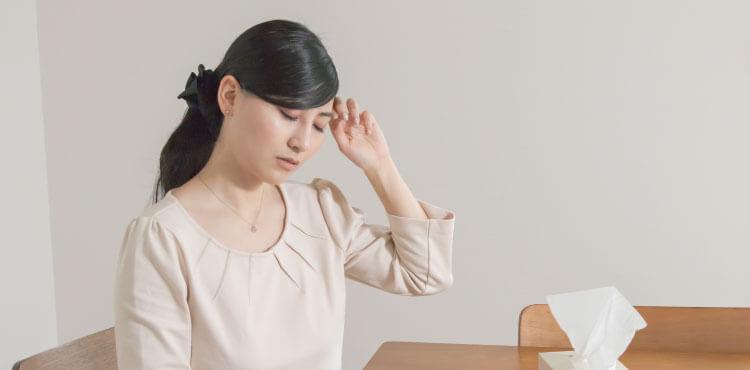 ダウンタイム中の痛みに悩む女性